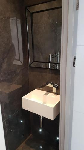 Limaks Services -Finchley - Bathroom